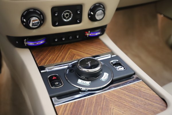 Used 2016 Rolls-Royce Dawn for sale $239,900 at Bentley Greenwich in Greenwich CT 06830 27