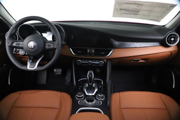 New 2020 Alfa Romeo Giulia Q4 for sale $46,395 at Bentley Greenwich in Greenwich CT 06830 16