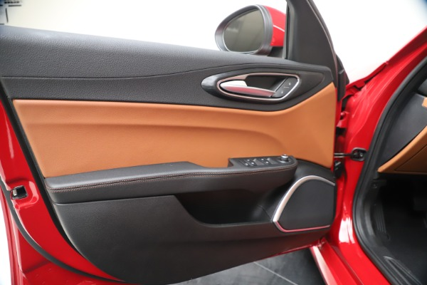 New 2020 Alfa Romeo Giulia Q4 for sale $46,395 at Bentley Greenwich in Greenwich CT 06830 17