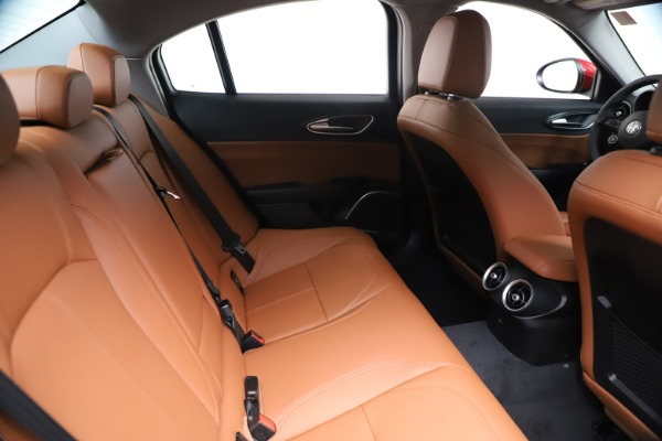 New 2020 Alfa Romeo Giulia Q4 for sale $46,395 at Bentley Greenwich in Greenwich CT 06830 27