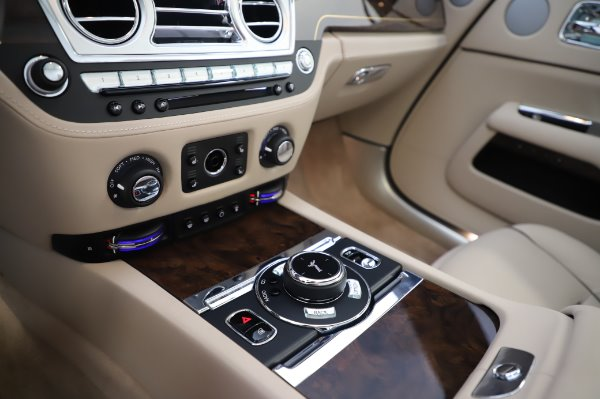 Used 2017 Rolls-Royce Dawn Base for sale $248,900 at Bentley Greenwich in Greenwich CT 06830 27