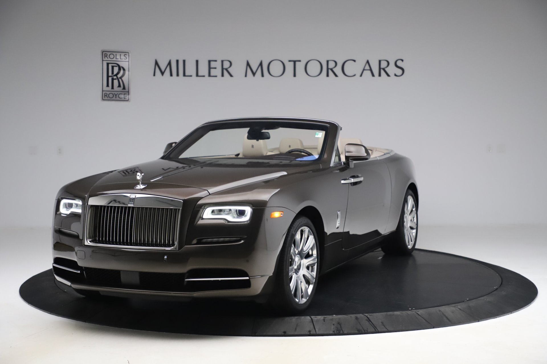 Used 2017 Rolls-Royce Dawn for sale Sold at Bentley Greenwich in Greenwich CT 06830 1