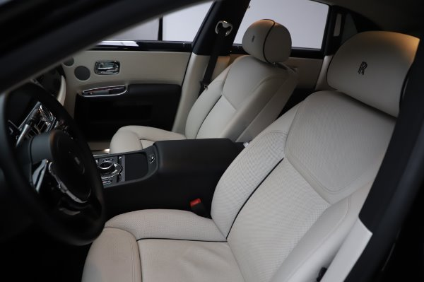 Used 2015 Rolls-Royce Ghost Base for sale Call for price at Bentley Greenwich in Greenwich CT 06830 12