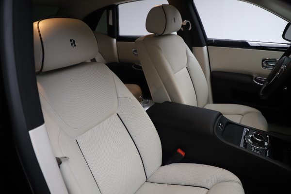 Used 2015 Rolls-Royce Ghost Base for sale Call for price at Bentley Greenwich in Greenwich CT 06830 13