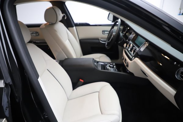 Used 2015 Rolls-Royce Ghost Base for sale Call for price at Bentley Greenwich in Greenwich CT 06830 16