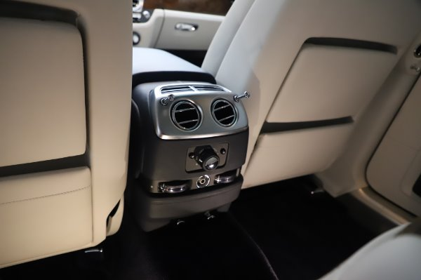 Used 2016 Rolls-Royce Ghost for sale $173,900 at Bentley Greenwich in Greenwich CT 06830 25