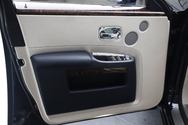 Used 2016 Rolls-Royce Ghost for sale $173,900 at Bentley Greenwich in Greenwich CT 06830 27