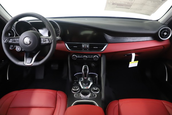 New 2020 Alfa Romeo Giulia Q4 for sale $48,445 at Bentley Greenwich in Greenwich CT 06830 16