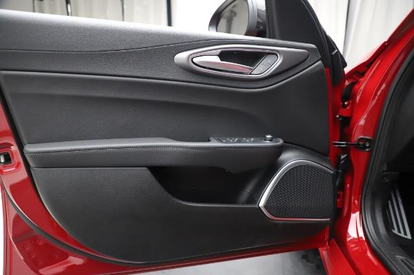 New 2020 Alfa Romeo Giulia Sport Q4 for sale $43,645 at Bentley Greenwich in Greenwich CT 06830 17