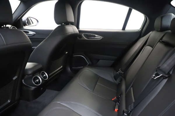New 2020 Alfa Romeo Giulia Sport Q4 for sale Sold at Bentley Greenwich in Greenwich CT 06830 19