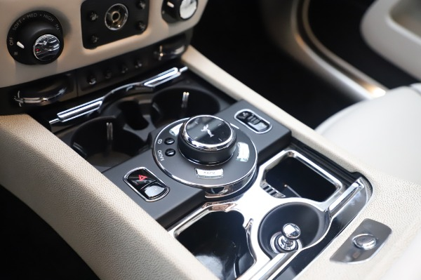 Used 2015 Rolls-Royce Wraith Base for sale $178,900 at Bentley Greenwich in Greenwich CT 06830 19