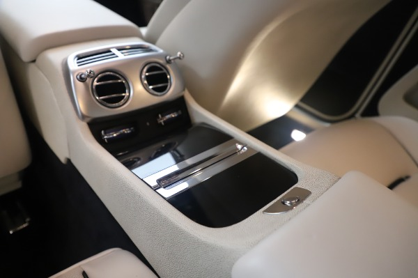 Used 2015 Rolls-Royce Wraith Base for sale $178,900 at Bentley Greenwich in Greenwich CT 06830 24