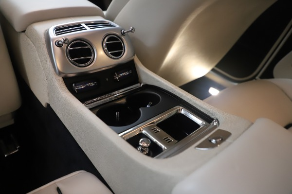 Used 2015 Rolls-Royce Wraith Base for sale $178,900 at Bentley Greenwich in Greenwich CT 06830 25