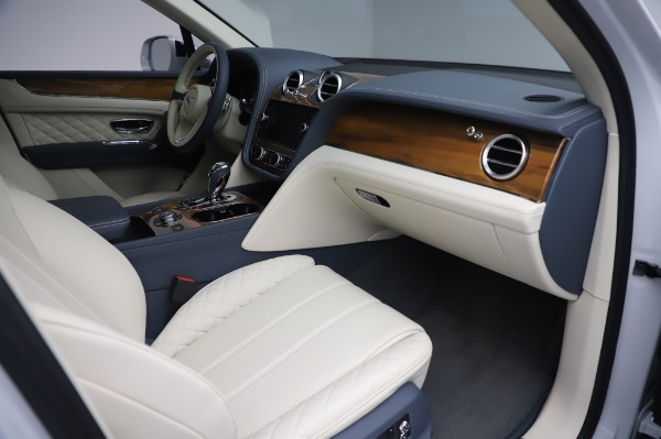 New 2020 Bentley Bentayga Hybrid for sale $226,695 at Bentley Greenwich in Greenwich CT 06830 26