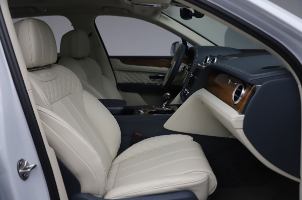 New 2020 Bentley Bentayga Hybrid for sale $226,695 at Bentley Greenwich in Greenwich CT 06830 27