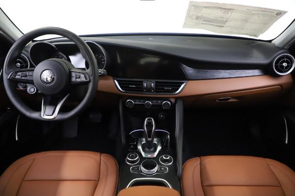 New 2020 Alfa Romeo Giulia Q4 for sale $42,845 at Bentley Greenwich in Greenwich CT 06830 15