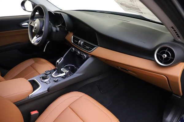 New 2020 Alfa Romeo Giulia Q4 for sale $42,845 at Bentley Greenwich in Greenwich CT 06830 21