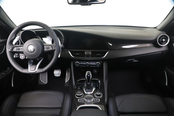 New 2020 Alfa Romeo Giulia Ti Sport Carbon Q4 for sale $51,640 at Bentley Greenwich in Greenwich CT 06830 16