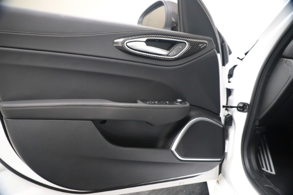 New 2020 Alfa Romeo Giulia Ti Sport Carbon Q4 for sale $51,640 at Bentley Greenwich in Greenwich CT 06830 17