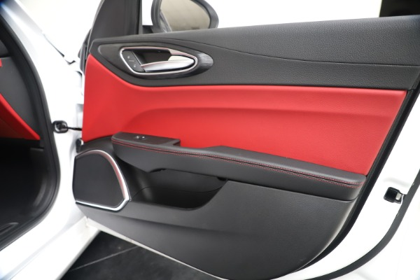 New 2020 Alfa Romeo Giulia Q4 for sale Sold at Bentley Greenwich in Greenwich CT 06830 25