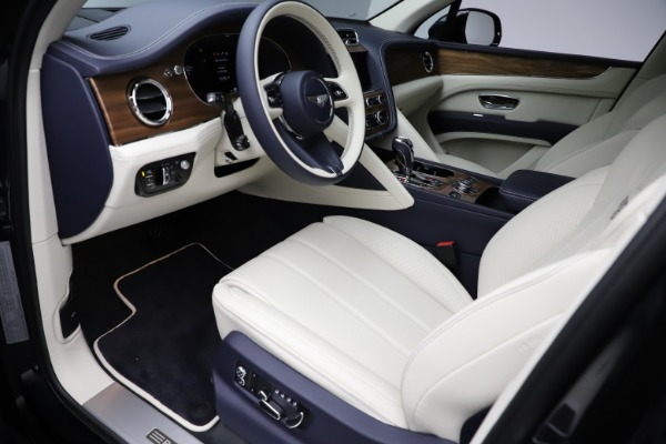 New 2021 Bentley Bentayga V8 for sale $205,540 at Bentley Greenwich in Greenwich CT 06830 19