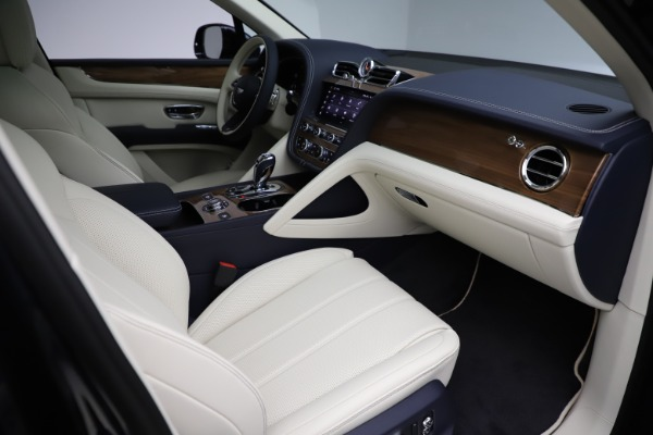 New 2021 Bentley Bentayga V8 for sale $205,540 at Bentley Greenwich in Greenwich CT 06830 27