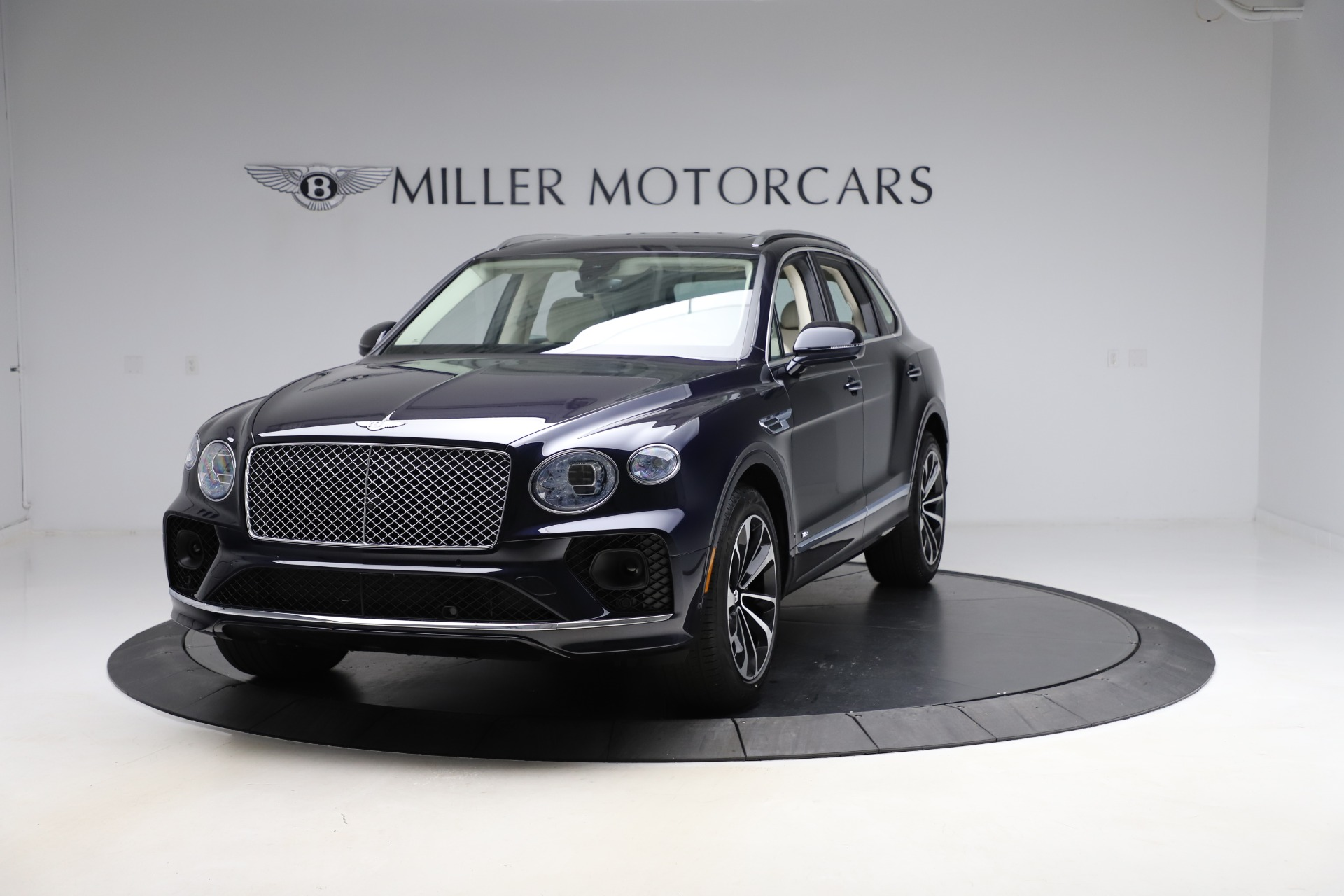New 2021 Bentley Bentayga V8 for sale $204,100 at Bentley Greenwich in Greenwich CT 06830 1