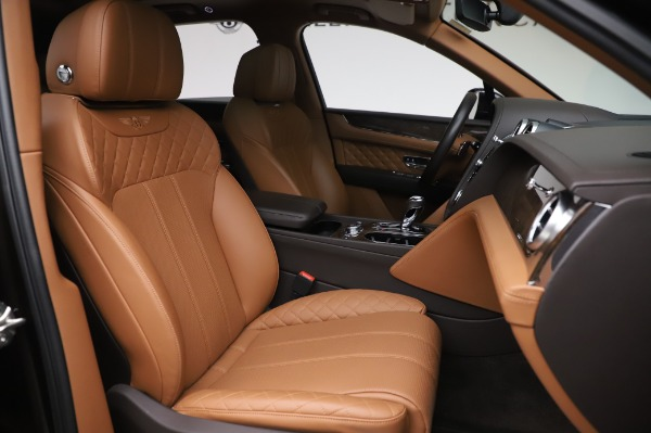Used 2017 Bentley Bentayga W12 for sale $138,900 at Bentley Greenwich in Greenwich CT 06830 27