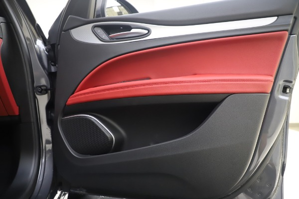 New 2020 Alfa Romeo Stelvio Sport Q4 for sale $50,945 at Bentley Greenwich in Greenwich CT 06830 21