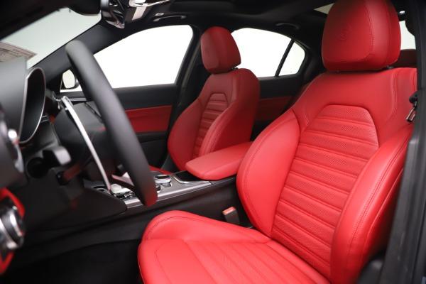 New 2020 Alfa Romeo Giulia Ti Sport Q4 for sale $51,095 at Bentley Greenwich in Greenwich CT 06830 15