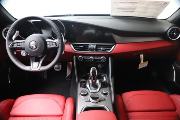New 2020 Alfa Romeo Giulia Ti Sport Q4 for sale $51,095 at Bentley Greenwich in Greenwich CT 06830 16