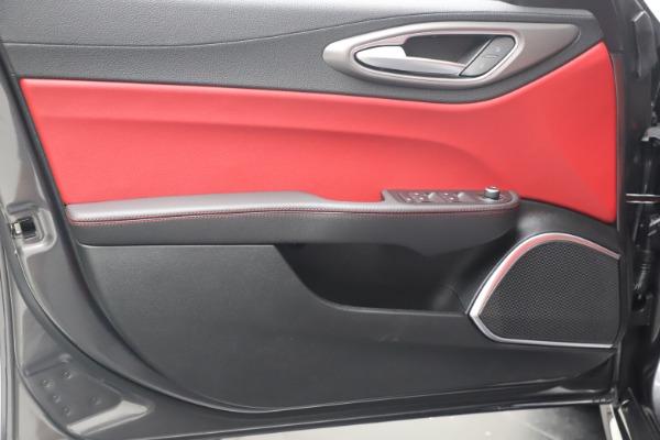 New 2020 Alfa Romeo Giulia Ti Sport Q4 for sale $51,095 at Bentley Greenwich in Greenwich CT 06830 17