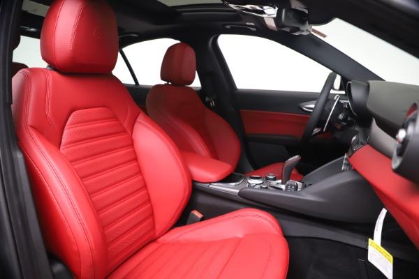 New 2020 Alfa Romeo Giulia Ti Sport Q4 for sale $51,095 at Bentley Greenwich in Greenwich CT 06830 22