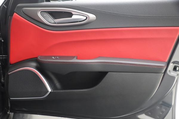 New 2020 Alfa Romeo Giulia Ti Sport Q4 for sale $51,095 at Bentley Greenwich in Greenwich CT 06830 25