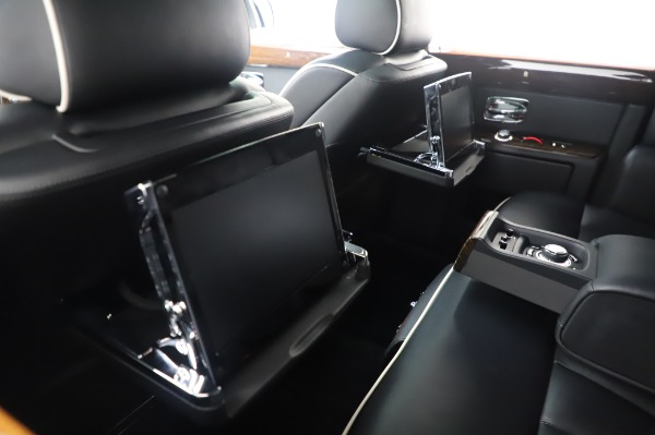 Used 2014 Rolls-Royce Phantom for sale $179,900 at Bentley Greenwich in Greenwich CT 06830 19