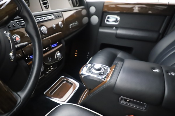 Used 2014 Rolls-Royce Phantom for sale $179,900 at Bentley Greenwich in Greenwich CT 06830 21
