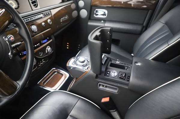 Used 2014 Rolls-Royce Phantom for sale $179,900 at Bentley Greenwich in Greenwich CT 06830 22
