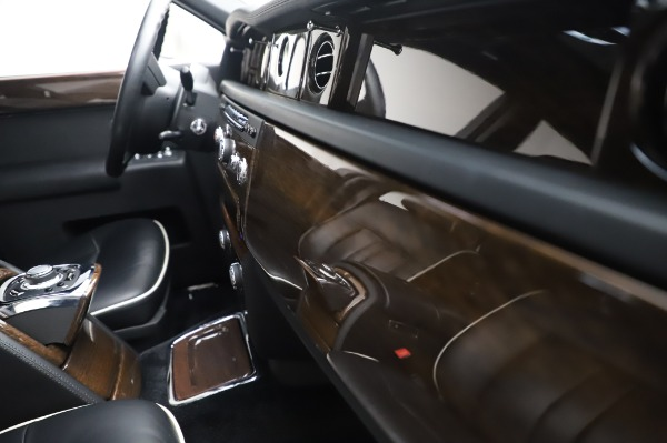 Used 2014 Rolls-Royce Phantom for sale $179,900 at Bentley Greenwich in Greenwich CT 06830 25
