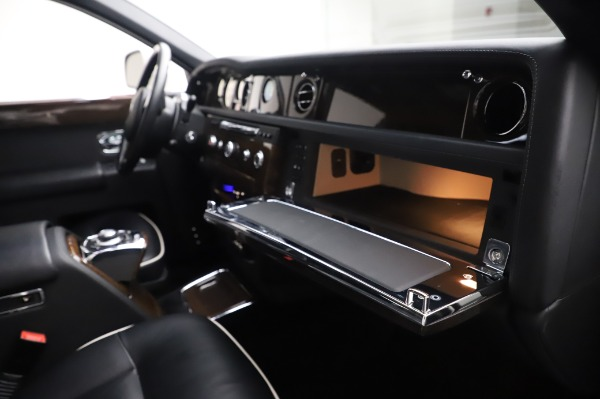 Used 2014 Rolls-Royce Phantom for sale $179,900 at Bentley Greenwich in Greenwich CT 06830 26