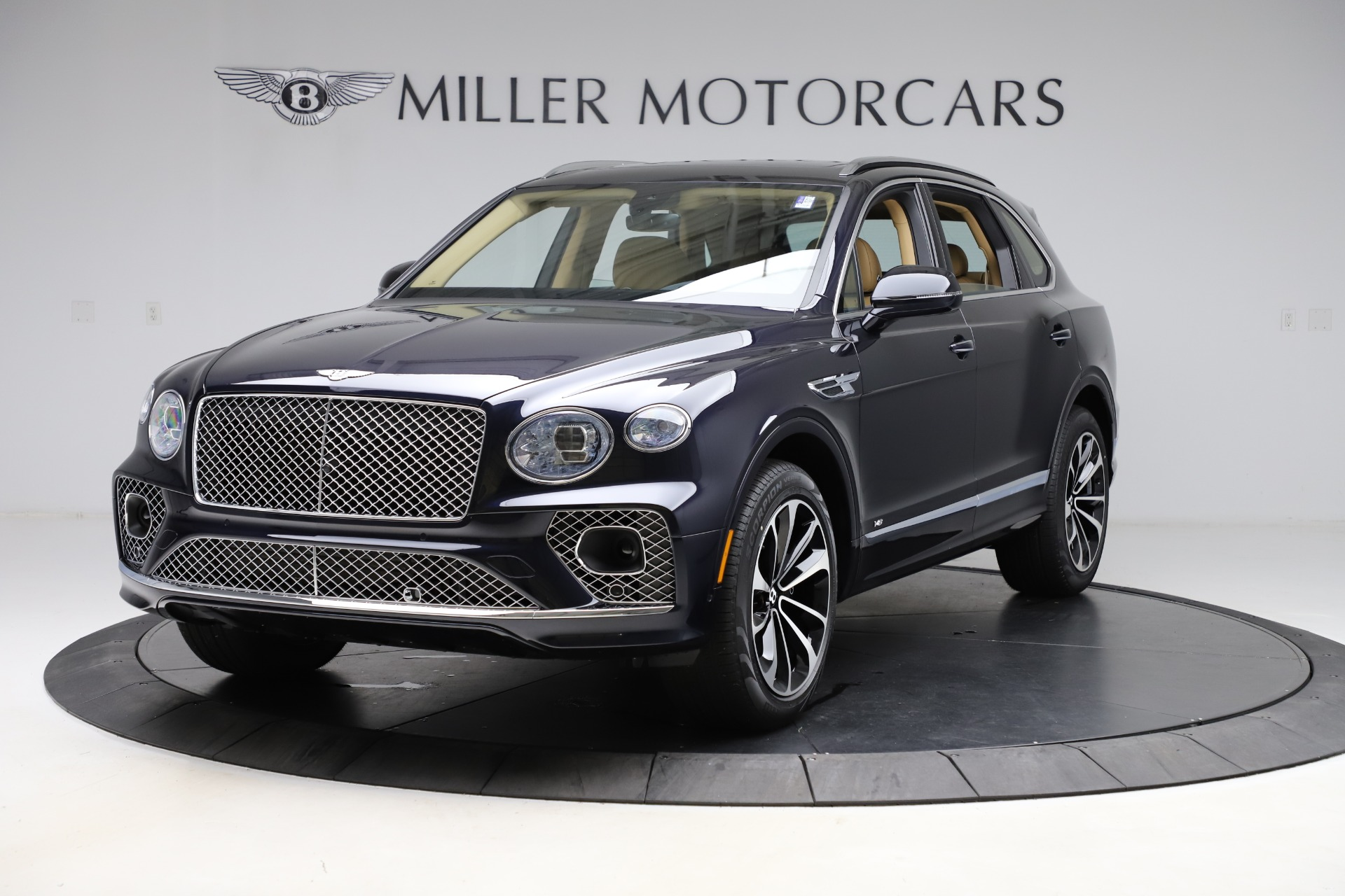 New 2021 Bentley Bentayga V8 for sale $209,755 at Bentley Greenwich in Greenwich CT 06830 1