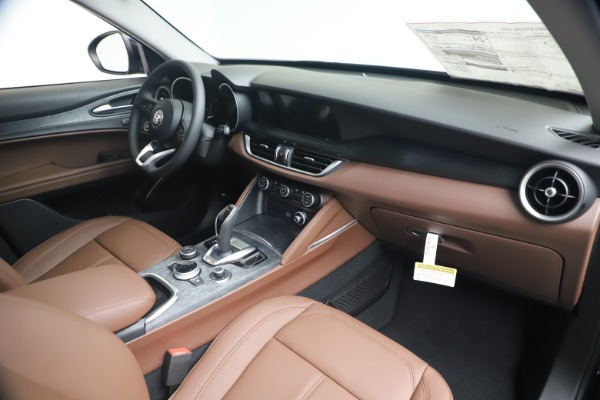 New 2020 Alfa Romeo Stelvio Q4 for sale $49,045 at Bentley Greenwich in Greenwich CT 06830 23