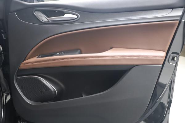 New 2020 Alfa Romeo Stelvio Q4 for sale $49,045 at Bentley Greenwich in Greenwich CT 06830 24
