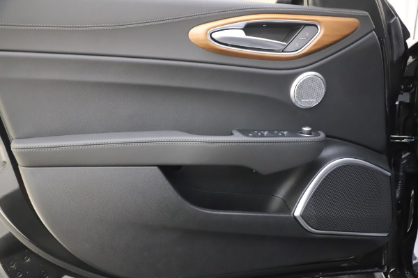 New 2020 Alfa Romeo Giulia Ti Lusso Q4 for sale $51,195 at Bentley Greenwich in Greenwich CT 06830 18