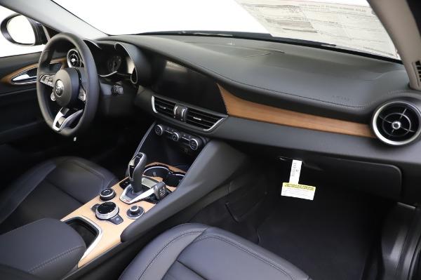 New 2020 Alfa Romeo Giulia Ti Lusso Q4 for sale $51,195 at Bentley Greenwich in Greenwich CT 06830 27