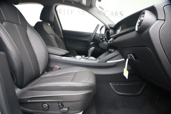 New 2020 Alfa Romeo Stelvio Q4 for sale $49,795 at Bentley Greenwich in Greenwich CT 06830 23