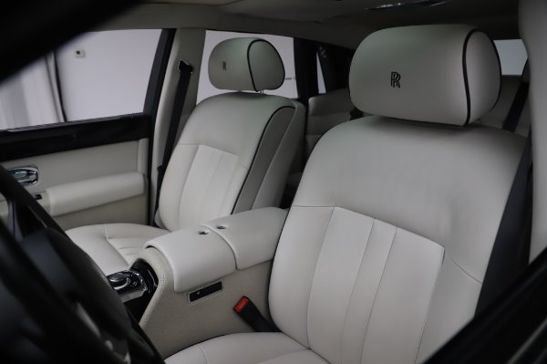 Used 2014 Rolls-Royce Phantom for sale $219,900 at Bentley Greenwich in Greenwich CT 06830 16