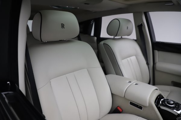 Used 2014 Rolls-Royce Phantom for sale $219,900 at Bentley Greenwich in Greenwich CT 06830 17