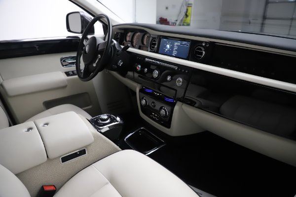 Used 2014 Rolls-Royce Phantom for sale $219,900 at Bentley Greenwich in Greenwich CT 06830 19
