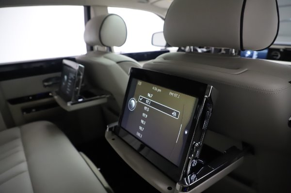 Used 2014 Rolls-Royce Phantom for sale $219,900 at Bentley Greenwich in Greenwich CT 06830 22