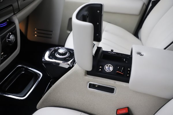 Used 2014 Rolls-Royce Phantom for sale $219,900 at Bentley Greenwich in Greenwich CT 06830 24